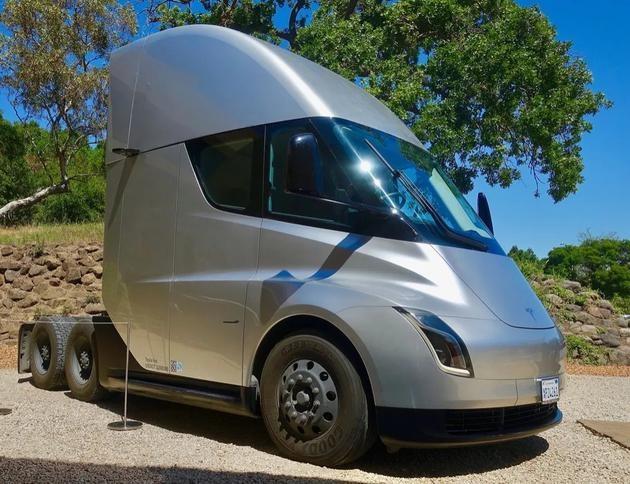 多次推迟生产特斯拉电动卡车的难题