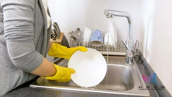 4小时不洗碗=吃毒注意这样洗碗越洗越脏千万别再这样做
